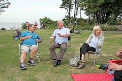 Les gens détendant en parc Photos libres de droits