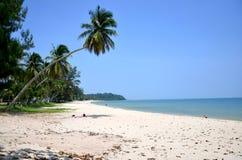 Les gens détendent et jouant à la plage de Thung Wua Laen Photos libres de droits