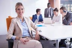 Les gens d'affaires groupent au bureau Image libre de droits