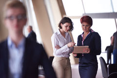 Les gens d'affaires groupent, femme dans l'avant comme meneur d'équipe Photos libres de droits