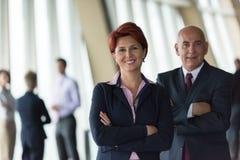 Les gens d'affaires groupent, femme dans l'avant comme meneur d'équipe Photographie stock libre de droits