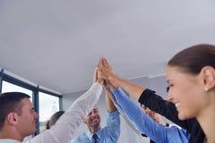 Les gens d'affaires groupent les mains de jointure Photo stock