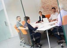 Les gens d'affaires groupent sur la réunion Images stock