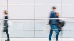 Les gens d'affaires se serrent à un plancher, image de concept Photo stock
