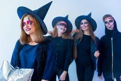Les gens dans des costumes de Halloween Photo stock