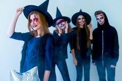 Les gens dans des costumes de Halloween Image stock