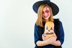 Les gens dans des costumes de Halloween Photo libre de droits