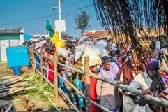 Les gens dans des rues dans le Bengale-Occidental Photos stock