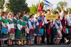 Les gens dans l'habillement traditionnel pendant le festival de Cultu national Images libres de droits