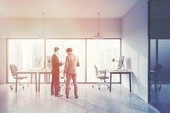 Les gens dans l'intérieur panoramique de bureau, paysage urbain Image stock