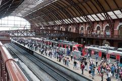 Les gens dans la gare légère à Sao Paulo du centre Images stock