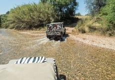 Les gens dans la jeep Photos stock