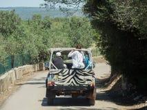 Les gens dans la jeep Photographie stock