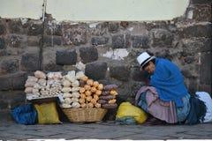 Les gens dans la rue de Cusco, Pérou Image stock
