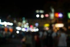 Les gens dans le bokeh, rue de Bangkok Image libre de droits