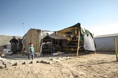 Les gens dans le camp de réfugié officieux Photo stock