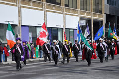 Les gens dans le défilé du jour de Patrick de saint Image libre de droits