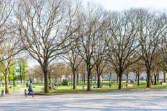 Les gens dans le jardin urbain Parco del Te dans Mantua Photographie stock