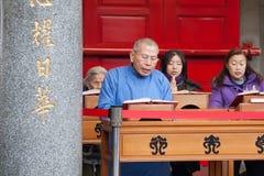 Les gens dans le temple Photo libre de droits
