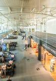Les gens dans le terminal de l'aéroport de Marseille Provence dans Marseill Photos stock