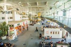 Les gens dans le terminal de l'aéroport de Marseille Provence dans Marseill Photographie stock
