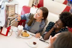 Les gens dans le wagon-restaurant Photo libre de droits