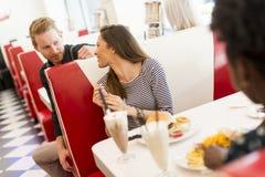 Les gens dans le wagon-restaurant Images stock