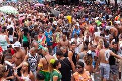 Les gens dans les rues de Rio de Janeiro pendant le carnaval Image libre de droits