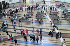 Les gens dans un aéroport Image stock