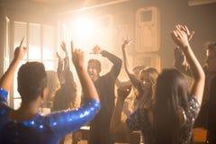 Les gens dansant à la partie Images libres de droits