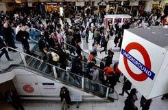 Les gens de Londres souterraine photographie stock libre de droits