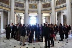 Les gens discutant à CEPIC dans la ville hôtel de Dublin Photographie stock