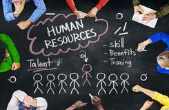 Les gens discutant au sujet des concepts de ressources humaines Image libre de droits