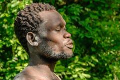 Les gens du monde - débroussailleur africain photos libres de droits