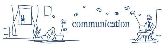 Les gens employant le croquis en ligne d'application de messager de causerie de couples de femme d'homme de concept de communicat illustration libre de droits