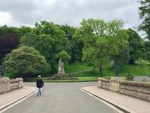 Les gens en parc de Kelvingrove à Glasgow images stock