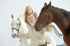 Les gens et les chevaux photographie stock