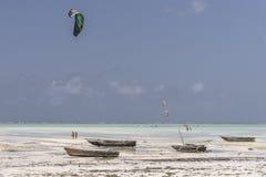 Les gens et les surfers de cerf-volant Photo libre de droits