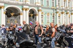 Les gens et les motos photos libres de droits
