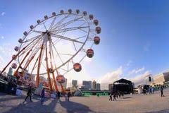 Les gens et une roue de ferris chez Heineken Primavera retentissent le festival 2013 Photo libre de droits