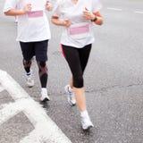 Les gens exécutant dans le marathon Image stock