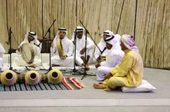 Les gens exécutent des chansons de plante perlée de folklore Image libre de droits