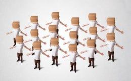 Les gens faisant des gestes avec la boîte vide sur leur tête Image libre de droits