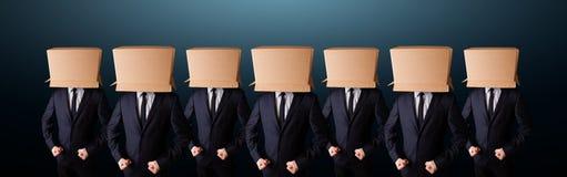 Les gens faisant des gestes avec la boîte vide sur leur tête Images libres de droits