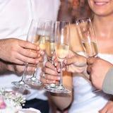 Les gens grillant avec le champagne Photos libres de droits