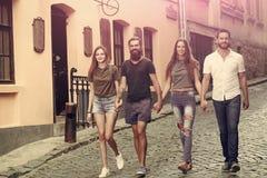 Les gens, groupe, amis, jeunesse, relations, amitié images stock