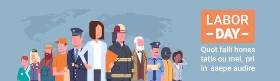Les gens groupent la profession différente au-dessus de la carte du monde, Fête du travail internationale Photos libres de droits