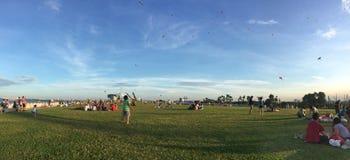 Les gens jouant et appréciant au parc à Singapour Image libre de droits