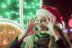 Les gens, l'amour, le jour de valentines, le Noël et le concept de charité - Cl Photos stock