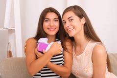 Les gens, les enfants, les vacances, les amis et le concept d'amitié Image libre de droits